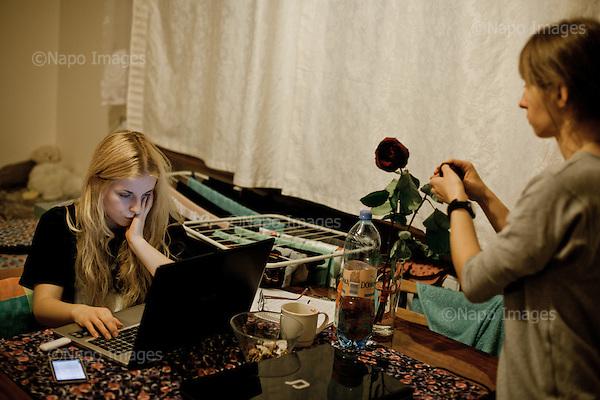 WARSZAWA, 3/2015:<br /> Maja i Karolina - czlonkini organizacji &quot;Strzelec&quot; i studentki, w ich wynajmowanym pokoju. Od rozpoczecia wojny na Ukrainie rozne organizacje paramilitarne staja sie coraz bardziej popularne.<br /> Fot: Piotr Malecki<br /> <br /> <br /> WARSAW, POLAND, MARCH 2015:<br /> Members of &quot;Strzelec&quot; (&quot;The Shooter&quot;) paramilitary association Maja, 20, right and Karolina Borowy, 19, at their rented room in Warsaw. They are both students.<br /> Since the start of war in Ukraine, paramilitary associations are becoming more popular.<br /> (Photo by Piotr Malecki)