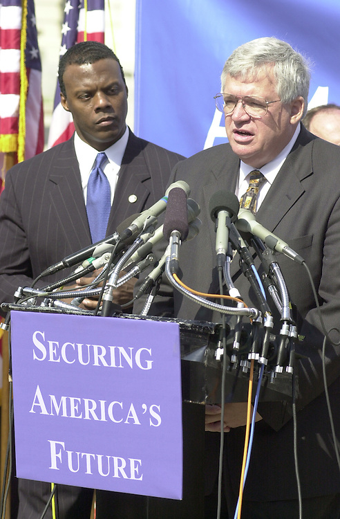 RC20000315-302-RR: March 14, 2000: Rep. J.C. Watts and Speaker of the House Dennis Hastert at a press conf. on the budget..      Rebecca Roth/Roll Call.