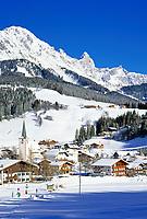 Oesterreich, Salzburger Land, Filzmoos: Wintersportort vor dem Dachsteingebirge | Austria, Salzburger Land, Filzmoos: Wintersport Rersort and Dachstein Mountains
