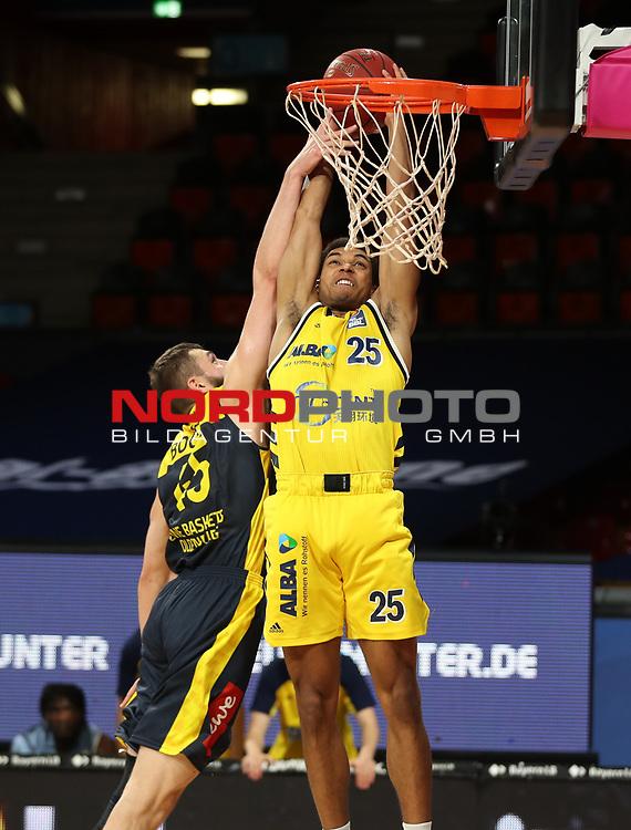 #25 Kenneth Ogbe von Alba Berlin , #45 Nathan Boothe von Baskets Oldenburg <br /> Basketball, nph0001 1.Bundesliga BBL-Finalturnier 2020.<br /> Halbfinale Spiel 2 am 24.06.2020.<br /> <br /> Alba Berlin vs EWE Baskets Oldenburg <br /> Audi Dome<br /> <br /> Foto: Christina Pahnke / sampics  / POOL / nordphoto<br /> <br /> National and international News-Agencies OUT - Editorial Use ONLY