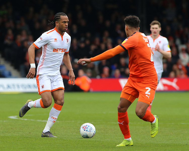 Blackpool's Nathan Delfouneso in action<br /> <br /> Photographer David Shipman/CameraSport<br /> <br /> The EFL Sky Bet League One - Luton Town v Blackpool - Saturday 6th April 2019 - Kenilworth Road - Luton<br /> <br /> World Copyright © 2019 CameraSport. All rights reserved. 43 Linden Ave. Countesthorpe. Leicester. England. LE8 5PG - Tel: +44 (0) 116 277 4147 - admin@camerasport.com - www.camerasport.com