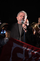 """SÃO PAULO,SP, 20.07.2017 - LULA-SP - O ex-presidente Lula na manifestação que ocupa as duas pistas da Avenida Paulista, em São Paulo, na altura do Masp, para ato em seu apoio, pelo """"fora, Temer"""", """"Diretas Já"""" e contra as reformas trabalhista e da Previdência, nesta quinta-feira, 20 (Foto: Ciça Neder/ Brazil Photo Press)"""