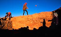 Syria, El Haseke, Sept. 1989..Local workers at an archeological dig for the University of Amsterdam, in the far North East of Syria...Locale werkers op een opgraving van de Universiteit van Amsterdam in het verre Noord-Oosten van Syrie...Photo  Kees Metselaar
