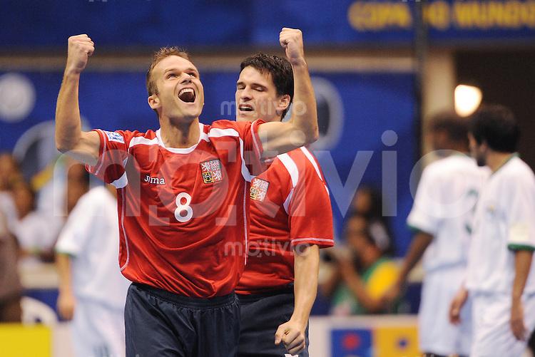 Fussball  International  FIFA  FUTSAL WM 2008   07.10.2008 Vorrunde Gruppe D Czech Republic - Libya Tschechien - Lybien Marek KOPECKY (li, CZE) jubelt nach seinem 2:0 mit Tomas SLUKA (re, CZE)