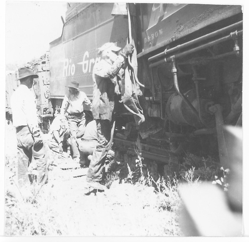 RGS crewmen working to rerail tender of leased D&amp;RGW #452 on Mule Shoe Curve.<br /> RGS  Mule Shoe Curve, CO  Taken by Thomas, Charles - 1946