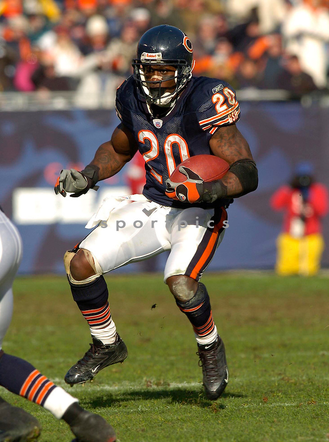 Thomas Jones of the the  Chicago Bears , in action during thier game against the Green Bay Packers  on December 4, 2005...Bears win 19-7..David Durochik / SportPics