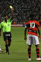 RIO DE JANEIRO, RJ, 22 DE FEVEREIRO 2012 - CAMPEONATO CARIOCA - SEMIFINAL - TAÇA GUANABARA - VASCO X FLAMENGO - Ronaldinho Gaúcho, jogador do Flamengo, recebe cartão amarelo, durante partida contra o Vasco, pela semifinal da Taça Guanabara, no estádio Engenhão, na cidade do Rio de Janeiro, nesta quarta-feira, 22. FOTO: BRUNO TURANO – BRAZIL PHOTO PRESS.