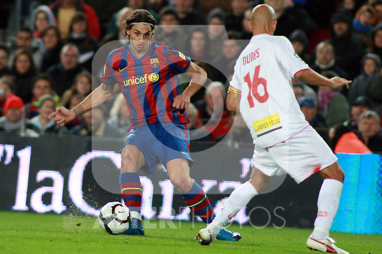 Football Season 2009-2010. Barcelona's player Zlatan Ibrahimovic and Mallorca's player Nunes during the Spanish first division soccer match at Camp Nou stadium in Barcelona November 07, 2009.