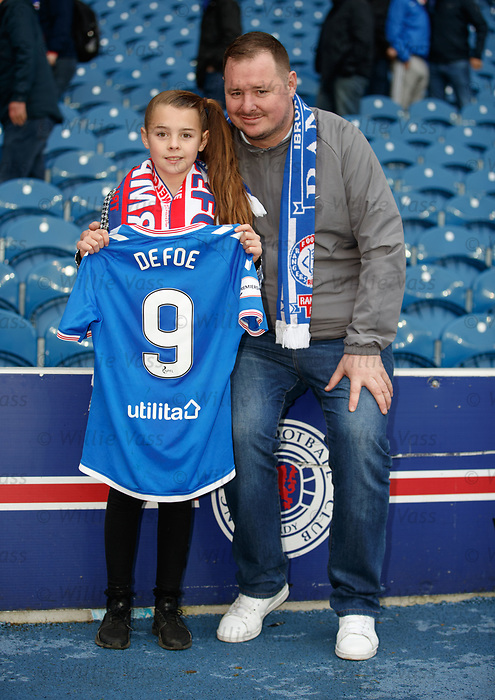 06.10.2019 Rangers v Hamilton: Amber Smith and dad Derek with Jermain Defoe's match shirt