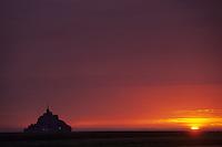 Europe/France/Normandie/Basse-Normandie/50/Manche/Env de Saint-Michel-de-Montjoie: La baie et le Mont Saint-Michel au soleil couchant
