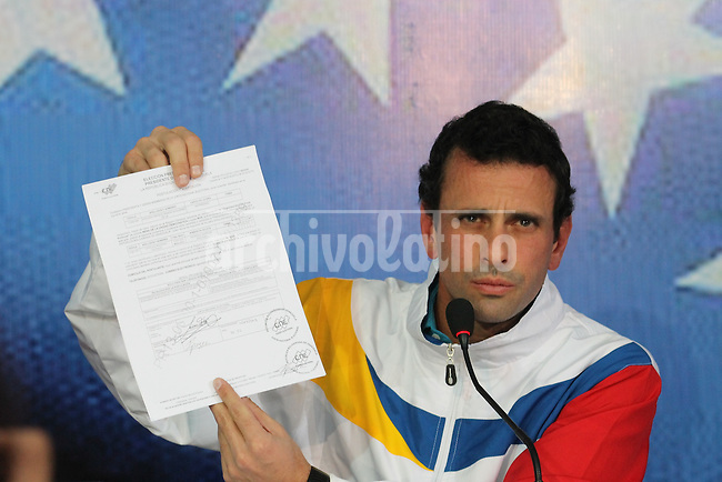 Venezuela: Caracas,11/03/13 .Oposition candidate Henrique Capriles talks to reporters about  his election campaing during a press conference in Caracas.Carlos Hernandez/Archivolatino