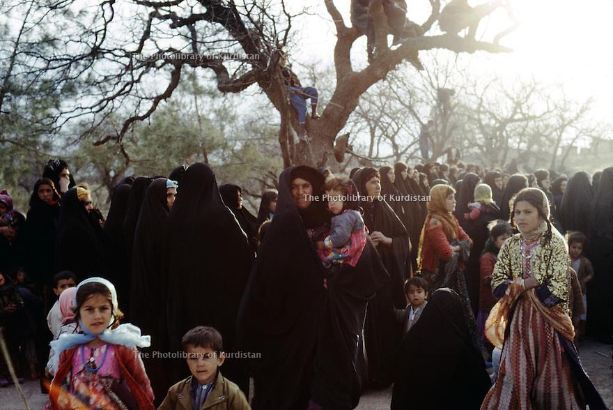 Irak 1972.Fete de nowrouz sur la route de Salaheddin.Iraq 1972.Nowruz on the way to Salaheddin...