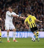 FUSSBALL  CHAMPIONS LEAGUE  HALBFINALE  RUECKSPIEL  2012/2013      Real Madrid - Borussia Dortmund                   30.04.2013 Cristiano Ronaldo (li, Real Madrid) meckert, Ilkay Guendogan (re, Borussia Dortmund) spielt