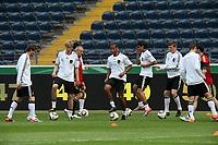 Deutsche Nationalmannschaft waermt sich auf - u.a. Stefan Kiesling, Dennis Aogo, Sami Khedira, <br /> WM-Team des DFB trainiert in der Commerzbank Arena *** Local Caption *** Foto ist honorarpflichtig! zzgl. gesetzl. MwSt. Auf Anfrage in hoeherer Qualitaet/Aufloesung. Belegexemplar an: Marc Schueler, Alte Weinstrasse 1, 61352 Bad Homburg, Tel. +49 (0) 151 11 65 49 88, www.gameday-mediaservices.de. Email: marc.schueler@gameday-mediaservices.de, Bankverbindung: Volksbank Bergstrasse, Kto.: 151297, BLZ: 50960101