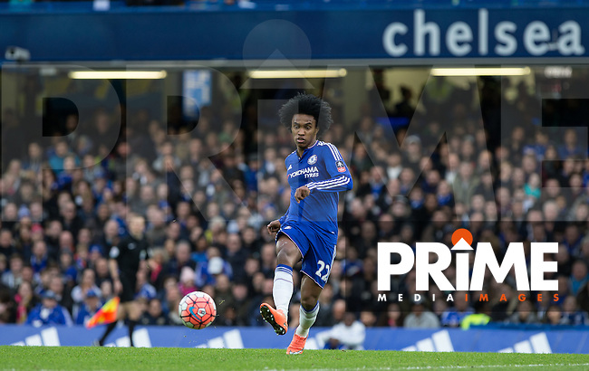 Willian of Chelsea plays a pass during the FA Cup 5th round match between Chelsea and Manchester City at Stamford Bridge, London, England on 21 February 2016. Photo by Andy Rowland.