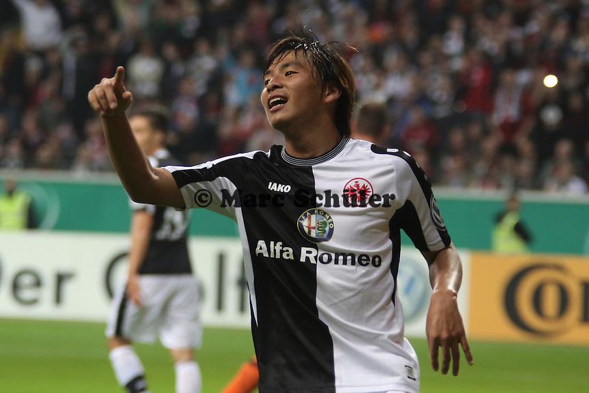 Takashi Inui (Eintracht) erzielt ein Tor, das wegen Abseits nicht gegeben wird - Eintracht Frankfurt vs. VfL Bochum, Commerzbank Arena, 2. Runde DFB-Pokal