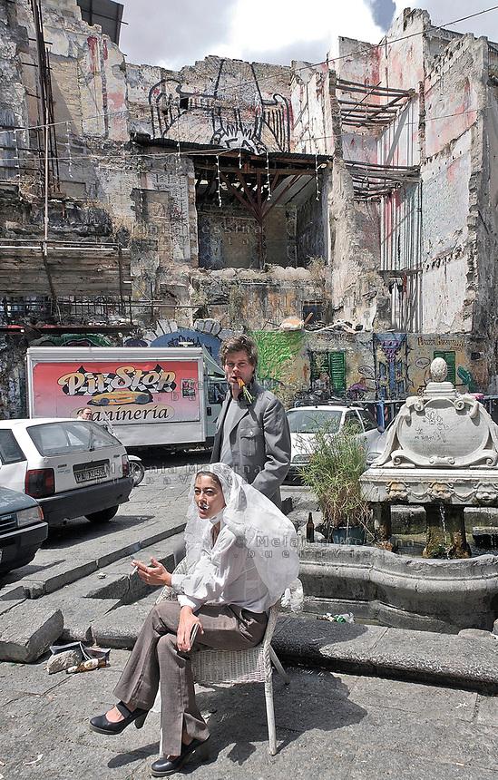 Palermo,  nel cuore della Vucciria, l'artista Uwe Jantsch e la sua compagna la nobildonna Costanza Lanza di Scalea.<br /> Palermo,Vucciria neighbourhood , the artist Uwe Jantsch and his partner the lady Constance Lanza di Scalea.