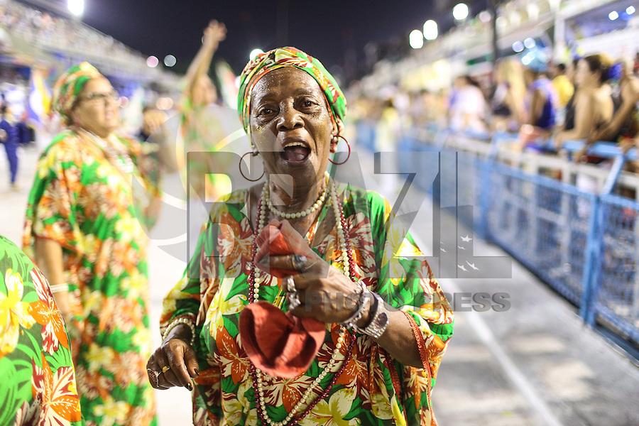 RIO DE JANEIRO, RJ,, 06.02.2016 - CARNAVAL-RJ - Integrantes da escola de samba Renascer de Jacarepaguá durante primeiro dia de desfiles do grupo de acesso série A do Carnaval do Rio de Janeiro no Sambódromo Marquês de Sapucaí na região central da capital fluminense na madrugada deste sábado, 06. (Foto: Vanessa Carvalho/Brazil Photo Press)