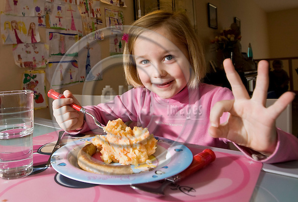 BRUSSELS - BELGIUM - 05 FEBRUARY 2008 -- Six year old Fanny CLOETENS and her favorite dish Stoemp, potatoes and carrots mashed together into a puree with Chipoletta sausages. -- PHOTO: Juha ROININEN / EUP-IMAGES