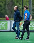 BLOEMENDAAL -coach Michel van den Heuvel (Bldaal) met scheidsrechter Jonas van 't Hek,    tijdens de hoofdklasse competitiewedstrijd hockey heren,  Bloemendaal-Den Bosch (2-1) COPYRIGHT KOEN SUYK