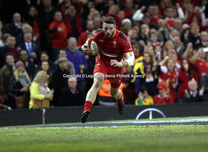 Pictured: Alex Cuthbert of Wales scores a try for his team. Saturday 08 November 2014<br />