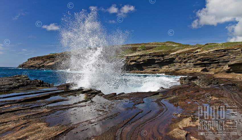 Crashing waves reflecting in tide pools at Lana'i Lookout on O'ahu
