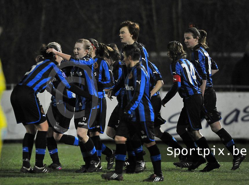 Club Brugge Dames - WB Sinaai Girls : Yana Haezebroek scoort de 1-0 voor Brugge en viert dit met haar ploegmaats.foto DAVID CATRY / Vrouwenteam.be