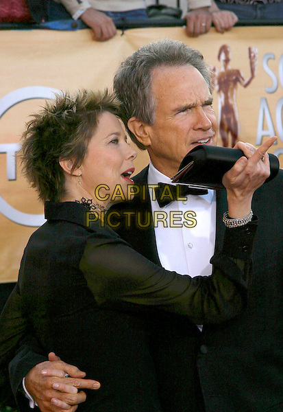 ANNETTE BENING & WARREN BEATTY.Red Carpet Arrivals at the 11th Annual Screen Actors Guild Awards (SAG) held at the Shrine Auditorium, .Los Angeles, California, USA,.05 February 2005,.half length married husband wife.Ref: ADM.www.capitalpictures.com.sales@capitalpictures.com.©J.Wong/AdMedia/Capital Pictures .