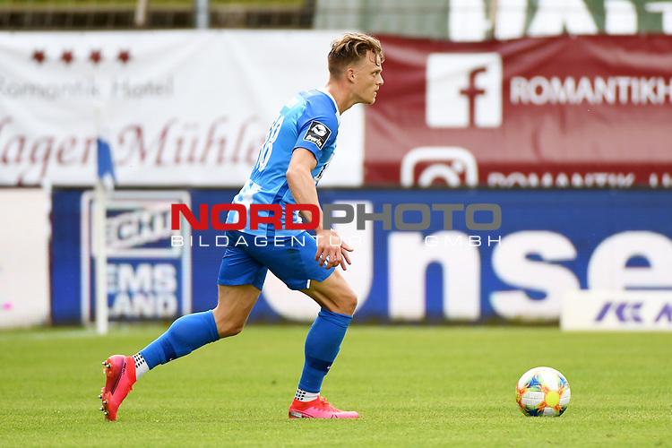 28.06.2020, Hänsch-Arena, Meppen, GER, 3.FBL, SV Meppen vs. FC Ingolstadt 04 <br /> <br /> im Bild<br /> Rene Guder (SV Meppen, 18) am Ball.<br /> <br /> DFL REGULATIONS PROHIBIT ANY USE OF PHOTOGRAPHS AS IMAGE SEQUENCES AND/OR QUASI-VIDEO<br /> <br /> Foto © nordphoto / Paetzel