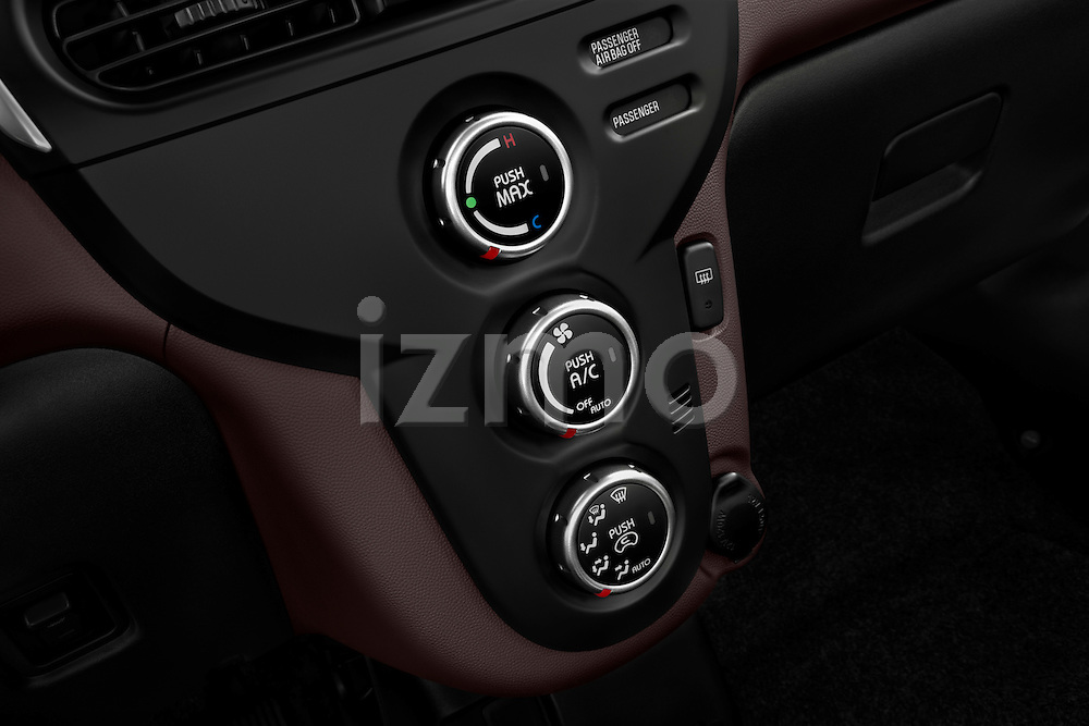 Cliamte controls on a 2012 Mitsubishi MiEV SE