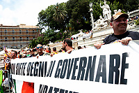 Banner '(Government) you are not worthy to rule'<br /> Roma June 2nd 2020. Italy, Piazza del Popolo. Demonstration of the right movement 'Orange Vests' against the government in occasion of the anniversary of the Republic. The protesters wear orange gilet<br /> Photo Samantha Zucchi Insidefoto