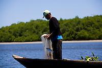 Canavieiras_BA, Brasil...Pesca em Canavieiras, Bahia...The fishing in Canavieiras, Bahia...Foto: LEO DRUMOND / NITRO