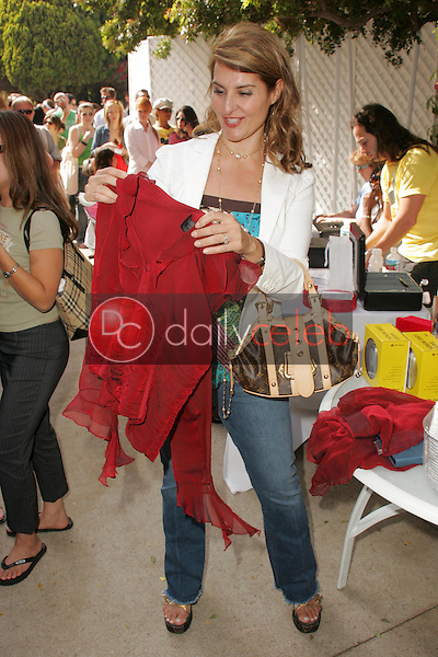 """Nia Vardalos<br />at the W Hollywood Yard Sale Presented by Guess benefitting """"Clothes Off Our Back"""". Private Residence, Brentwood, CA. 09-17-05<br />Dave Edwards/DailyCeleb.Com 818-249-4998"""