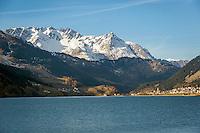 Italy, South-Tyrol (Alto Adige - Trentino), Vinschgau (Val Venosta), Resia: at Lago di Resia (German: Reschensee), at background snowcapped summits of Sesvenna Alps   Italien, Suedtirol, Vinschgau, Reschen am See: liegt am noerdlichen Ende des Reschensees und gehoert zur Gemeinde Graun, dahinter die schneebedeckten Gipfel der Sesvennagruppe