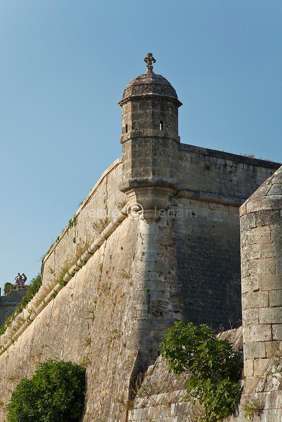 France, Gironde (33), estuaire de la Gironde, Blaye, citadelle de Vauban du XVIIe siècle, classée Patrimoine Mondial de l'UNESCO, remparts et échauguette // France, Gironde, estuary of the Gironde, Blaye, citadel Vauban of the seventeenth century, listed as World Heritage by UNESCO,  ramparts and bartizan