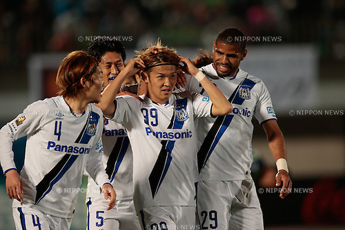 (L to R) <br /> Hiroki Fujiharu, <br /> Takashi Usami, <br /> Patric (Gamba), <br /> APRIL 18, 2015 - Football /Soccer : <br /> 2015 J1 League 1st stage match <br /> between Shonan Bellmare 0-2 Gamba Osaka <br /> at Shonan BMW Stadium Hiratsuka, Kanagawa, Japan. <br /> (Photo by AFLO SPORT)