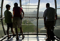 Tourist ride the cable car to the famous Sugarloaf Mountain in Rio de Janeiro, Brazil..(AustralFoto/Douglas Engle)