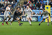 2nd December 2017, Rioch Arena, Coventry, England; Aviva Premiership rugby, Wasps versus Leicester; Danny Cipriani of Wasps offloads with Dan Cole of Leicester Tigers bearing down on him