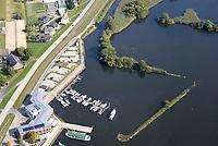 Zollenspieker Vorland: EUROPA, DEUTSCHLAND, HAMBURG, (EUROPE, GERMANY), 23.09.2019: Zollenspieker Vorland.  Das Naturschutzgebiet Zollenspieker Vorland  ist einer der letzten Tideauenwaelder Europas und ein Süsswasserwatt. Es liegt in Hamburg in den Vierlanden im Südosten der Hansestadt ausserhalb der Hochwasserschutzanlagen Hamburgs und wird daher die tägliche Tide überflutet. Das Gebiet erstreckt sich am Nordufer der Elbe oestlich des Zollenspieker Fährhaus.  <br /> Aufgrund seiner besonderen Lage zwischen Fluss und Land ist das Gebiet ein wichtiges Refugium für viele Pflanzen- und Tierarten, die anderswo durch Kultivierung der Landschaft längst verdrängt sind. Es ist das artenreichste Naturschutzgebiet im Hamburger Raum.