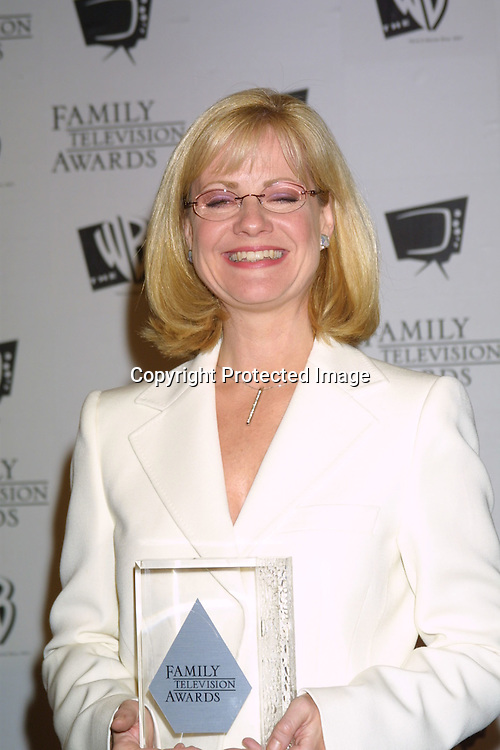 ©2003 KATHY HUTCHINS/HUTCHINS PHOTO.5thANNUAL FAMILY TV AWARDS.BEVERLY HILTON HOTEL.BEVERLY HILLS, CA  8/14/03..BONNIE HUNT