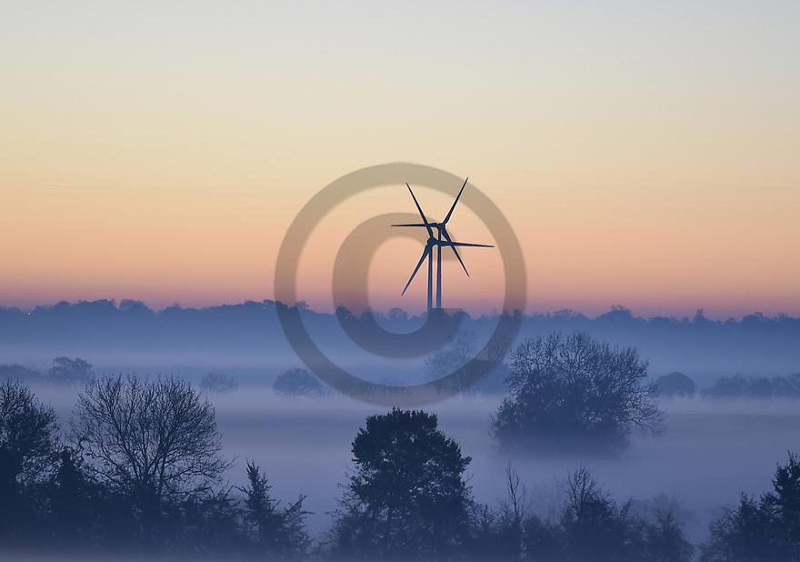 2/11/15 - ALLIER - Eoliennes dans le paysage Bourbonnais - Photo Jerome CHABANNE