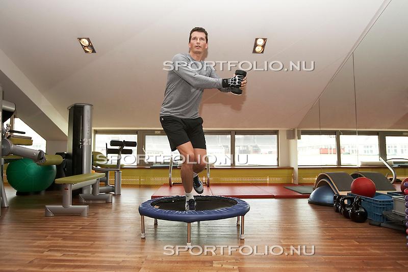 Nederland, Amsterdam, 7 februari 2006.Oud proftennisser Richard Krajicek (r) werkt een fitness training af bij Medico Vision