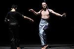 BODY SCAN....Choregraphie : LACHAMBRE Benoit LEE Su Feh..Decor : VERGNE Annabel..Lumiere : DUPEYROUX Philippe..Costumes : BERTAUT Alexandra..Avec :..LACHAMBRE Benoit..LEE Su Feh..LIVINGSTONE Antonija..MATTHON Yannick..NARANJO Moravia..THOMPSON Stephen..Lieu : Centre Georges Pompidou..Ville : Paris..Le : 24 03 2009..© Laurent PAILLIER / photosdedanse.com