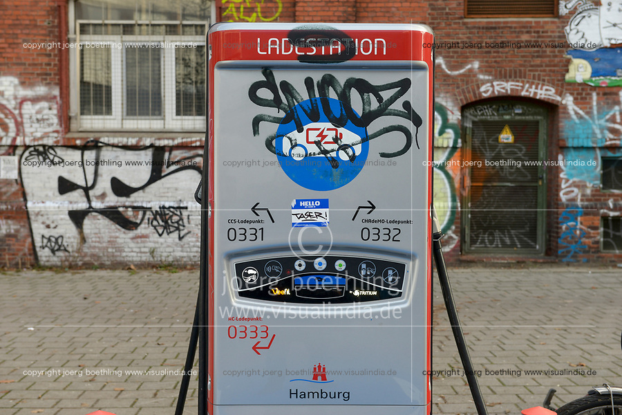 GERMANY, Hamburg, charging  for electric cars