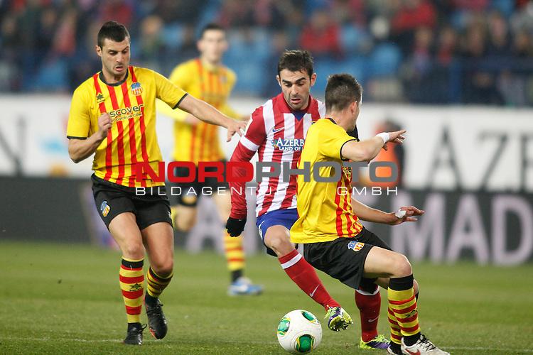 Atletico de Madrid¬¥s Adrian (C) during Copa del Rey 2013-14 match at Vicente Calderon Stadium in Madrid, Spain. Foto © nordphoto / Victor Blanco) *** Local Caption ***