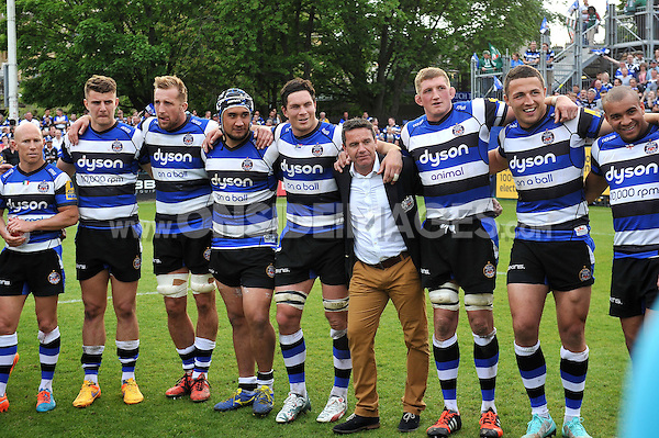 The Bath Rugby team huddle together after the match. Aviva Premiership semi-final, between Bath Rugby and Leicester Tigers on May 23, 2015 at the Recreation Ground in Bath, England. Photo by: Patrick Khachfe / Onside Images