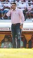 ATENCAO EDITOR IMAGEM EMBARGADA PARA VEICULOS INTERNACIONAIS - - SAO PAULO, SP, 18 NOVEMBRO 2012 - CAMP. BRASILEIRO - SAO PAULO X NAUTICO - Gallo treinador do Nautico durante partida contra o jogo valido pela 36 Rodada do Campeonato Brasileiro no Estadio Cicero Pompeu de Toledo, o Morumbi na regiao sul da capital paulista neste domingo, 18. (FOTO: WILLIAM VOLCOV / BRAZIL PHOTO PRESS).