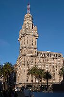 The Palacio Salvo Palace building on Plaza Independencia Independence Square, the most imposing building in Montevideo. Inaugurated in 1928 and built by the Italian architect Mario Palanti Montevideo, Uruguay, South America
