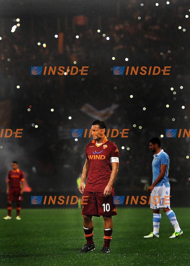 Francesco Totti (Roma) con lo stadio spento.11/11/2012 Roma, Stadio Olimpico.Campionato di Calcio Serie A 2012/2013.Derby.Lazio vs Roma 3-2.Foto Antonietta Baldassarre Insidefoto