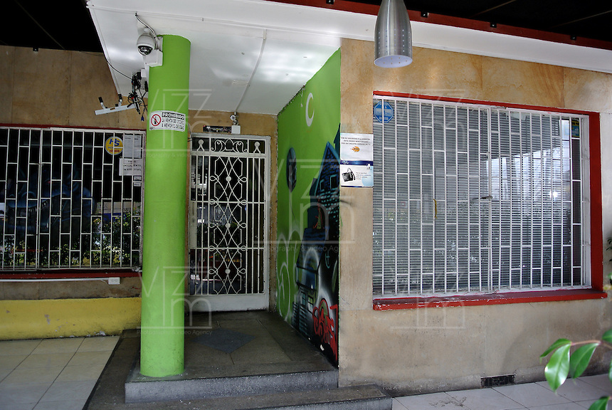 BOGOTÁ -COLOMBIA. 05-02-2014. En este inmueble, ubicado en el barrio Galerias de Bogotá, funcionaba un centro de intercetación de comunicaciones al cual se le denominaba con el nombre clave de 'Andrómeda' por parte del Ejército Nacional y que habría tenido como blanco a los negociadores de paz del gobierno, que actualmente se encuentran en La Habana, tal como estableció una investigación revelada por la Revista Semana en su página web./ In this property, located in the district of Galleries in Bogota, operated a communications interception center which it was called with the code name 'Andromeda' by the national army and who would be targeting the government peace negotiators , currently located in Havana, as established by an investigation revealed by 'Semana' magazine on its website  Photo: VizzorImage